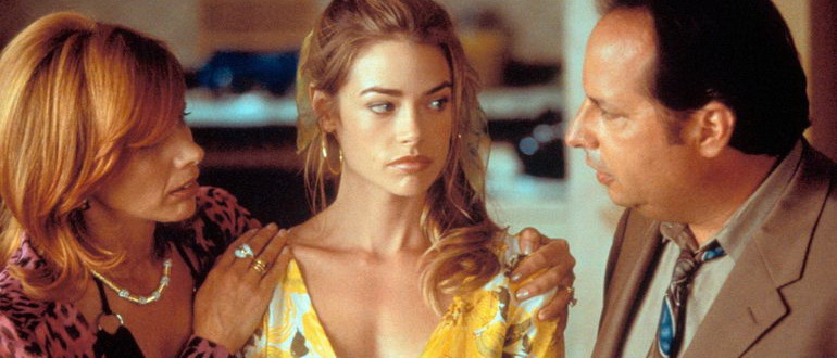 герои из фильма Спросите Синди (2001)