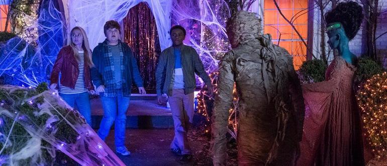 сцена из фильма Ужастики 2: Беспокойный Хэллоуин (2018)