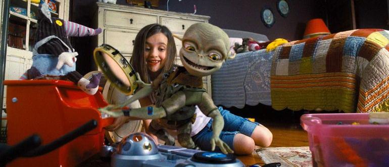 кадр из фильма Пришельцы на чердаке (2009)