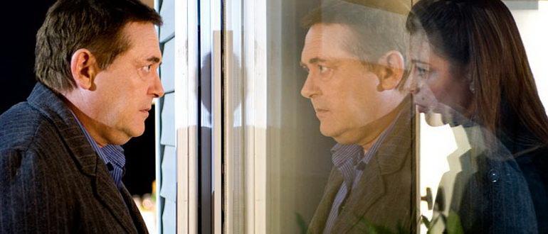 сцена из фильма Человек у окна (2010)