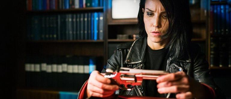 детектив Девушка, которая играла с огнем (2010)