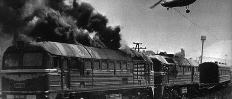 кадр из фильма Поезд вне расписания (1985)