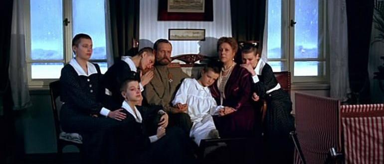 фильм Романовы: Венценосная семья (2000)