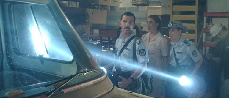комедия Восставшие из мертвых (2003)