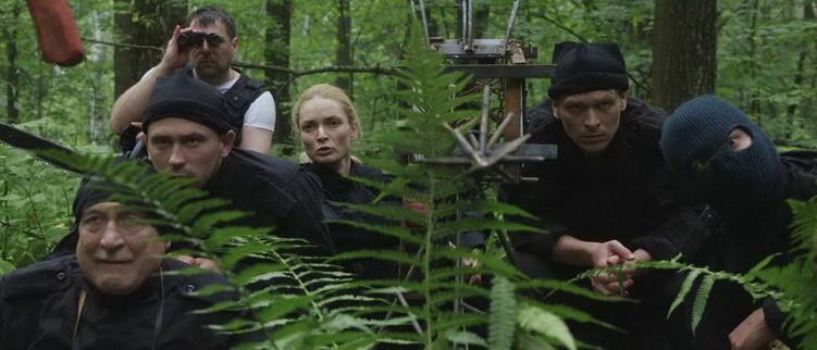 сцена из фильма Мертвым повезло (2017)